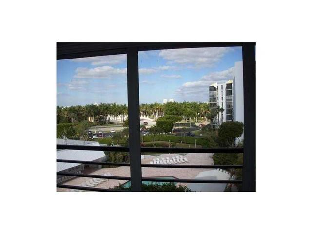 20400 W Country Club Dr #APT 512, Miami, FL