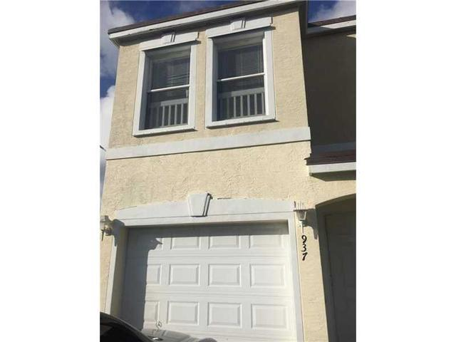 937 SW 15th St, Deerfield Beach, FL 33441