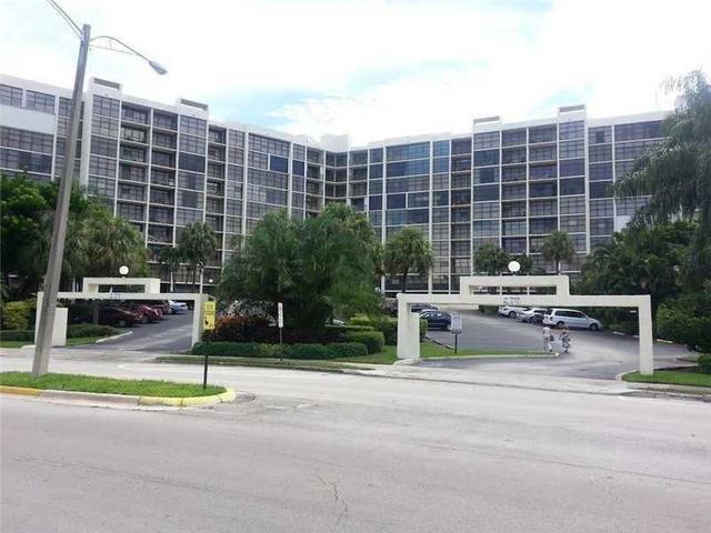 600 Parkview Dr #203, Hallandale, FL 33009