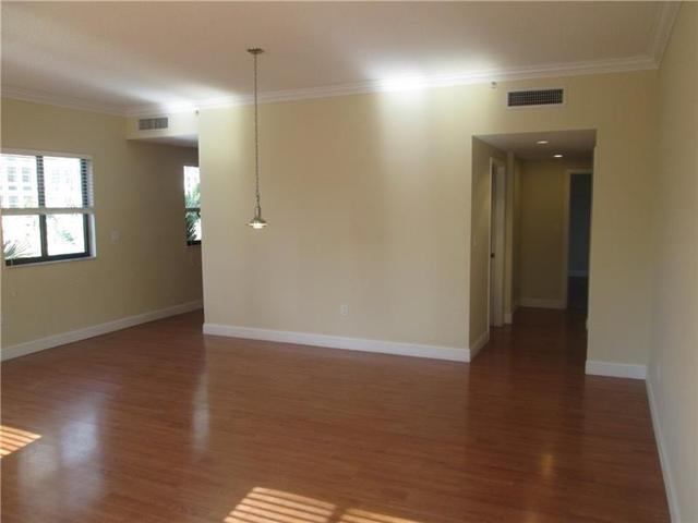 711 Biltmore Way #302, Coral Gables, FL 33134