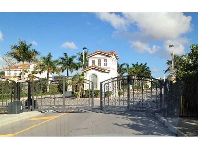 9951 NW 10 Te Miami, FL 33172