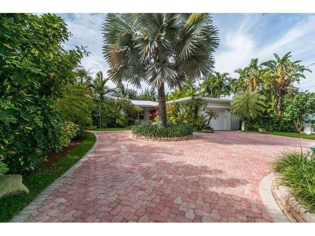 8818 Hawthorne Ave Miami Beach, FL 33154