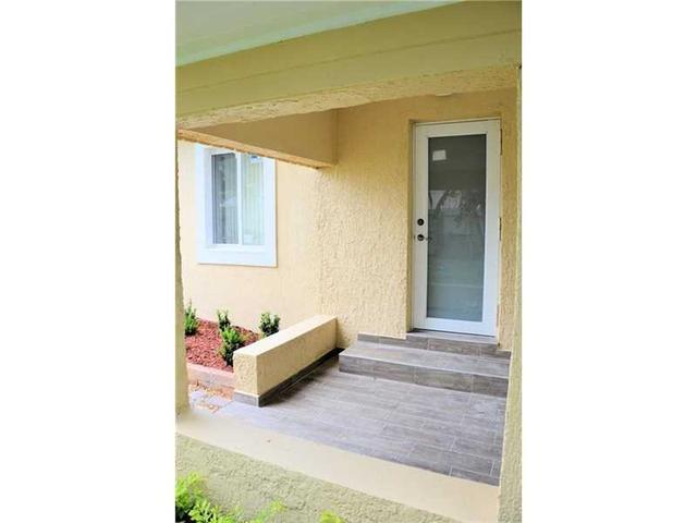440 NE 145 St, Miami, FL 33161