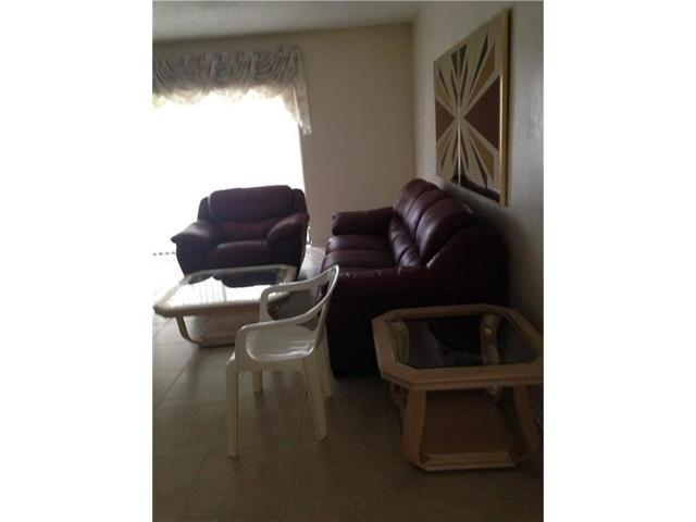4270 NW 40th St #108, Lauderdale Lakes, FL 33319