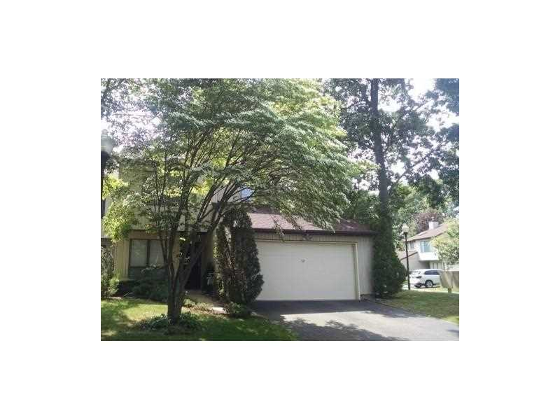 52 Oakwood Ct #52, Other City Value - Out Of Area, NY 11510