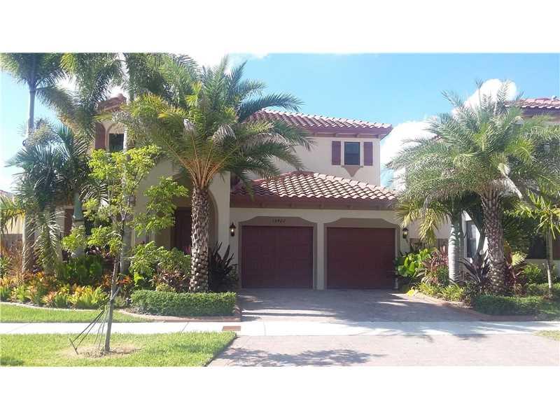 15422 SW 176th Ter, Miami, FL 33187