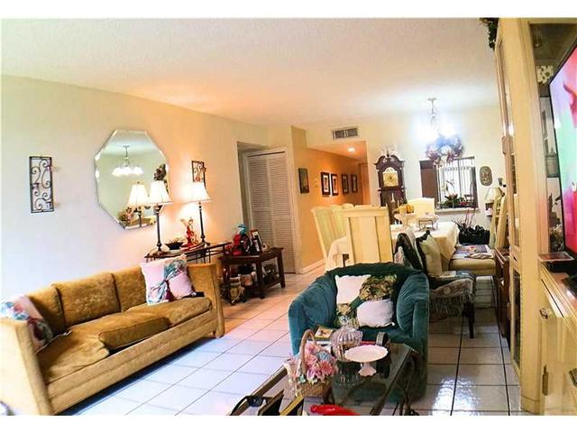 177 Lakeview Dr #104, Weston, FL 33326