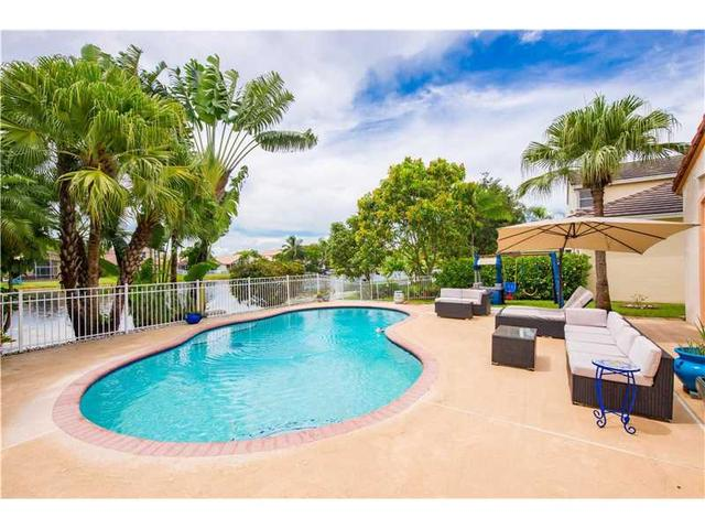 1966 NW 182nd Ave, Pembroke Pines, FL 33029