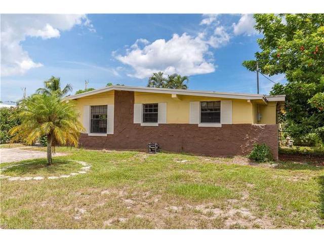 62 Barbados Dr, Palm Springs, FL 33461