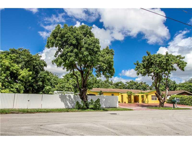 2230 SW 100 Avenue, Miami, FL 33165