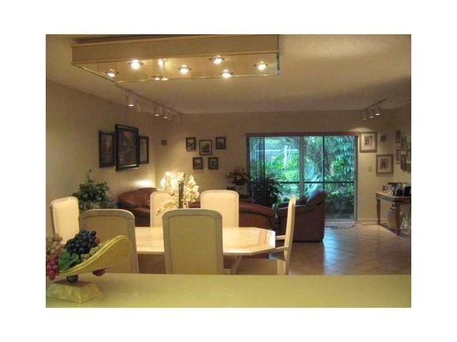 281 S Hollybrook Dr #103, Pembroke Pines, FL 33025