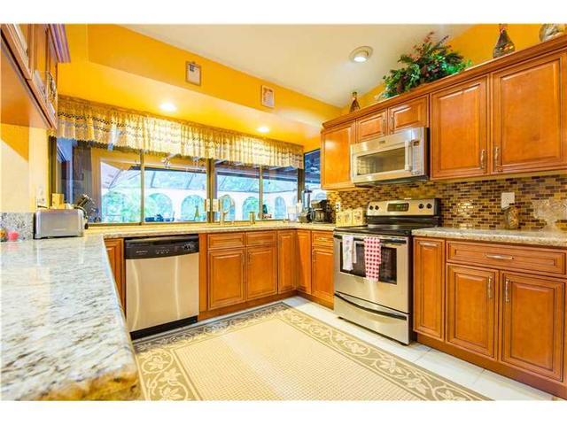 9949 Ramblewood Dr, Coral Springs, FL 33071