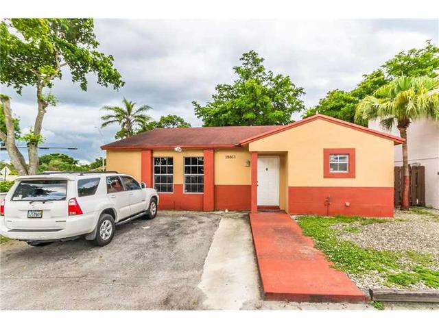 19811 NW 67th Ct, Hialeah, FL 33015