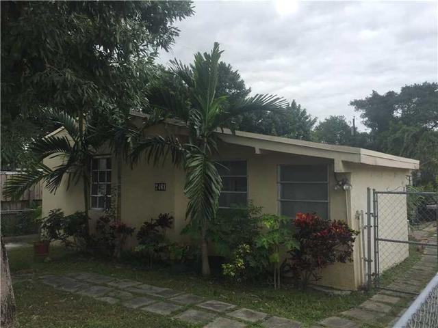 2461 NW 5th St, Miami, FL 33125
