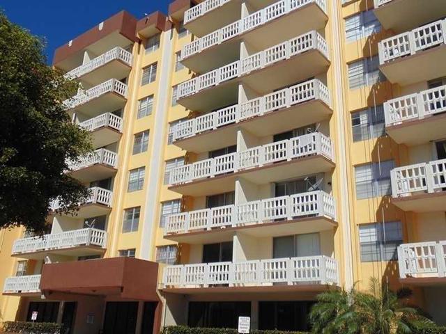 15600 NW 7th Ave #811, Miami, FL 33169