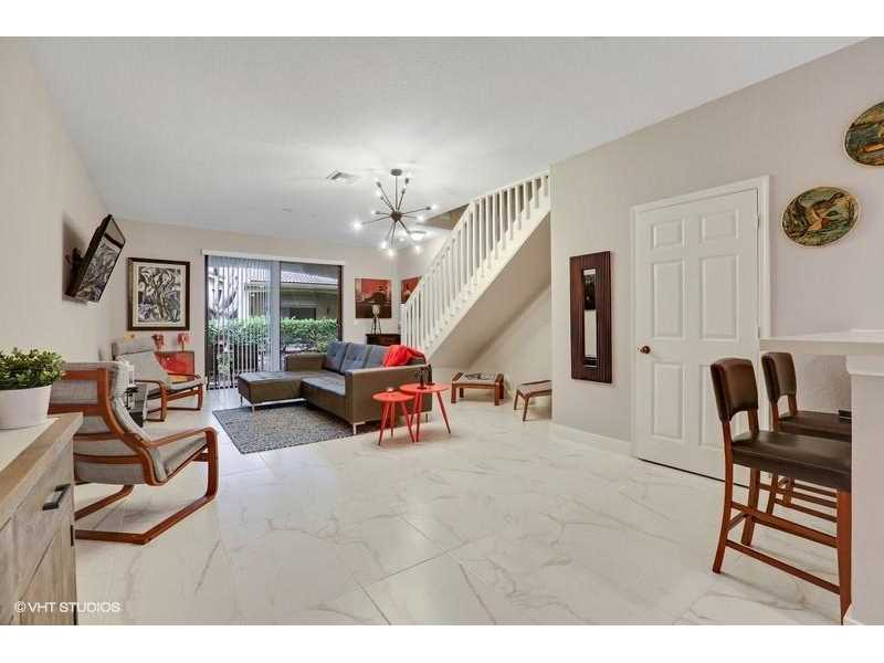 4203 Vineyard Circle #4203, Weston, FL 33332
