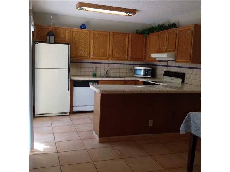 2579 Lakeview Court #2579, Hollywood, FL 33026
