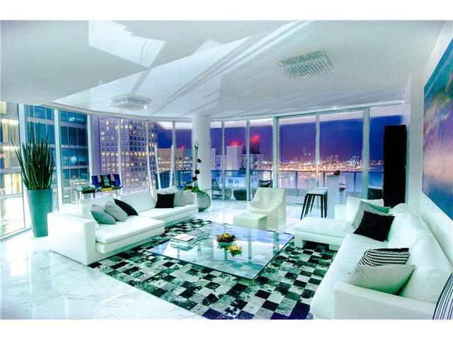 200 Biscayne Blvd W #4501, Miami, FL 33131