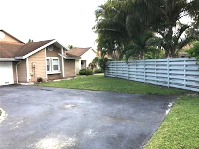 13935 SW 100th Lane, Miami, FL 33186