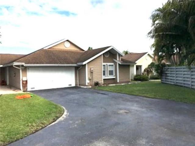 13935 SW 100th Ln, Miami, FL 33186