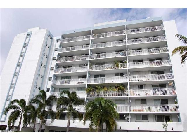 1045 10th St #407, Miami Beach, FL 33139