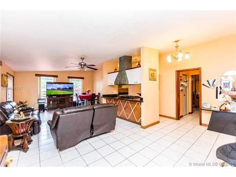 201 E 62nd St, Hialeah, FL 33013