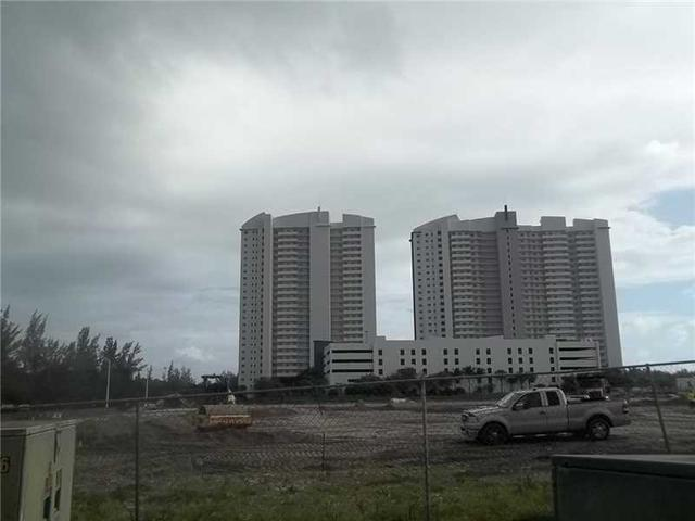 15051 Royal Oaks Ln #1005, North Miami, FL 33181
