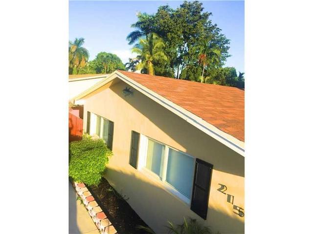 215 SW 9th St, Hallandale, FL 33009