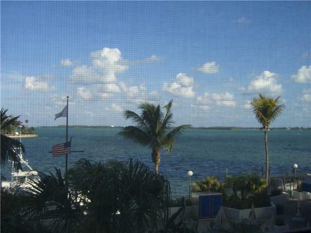 905 Brickell Bay Dr #330, Miami, FL 33131