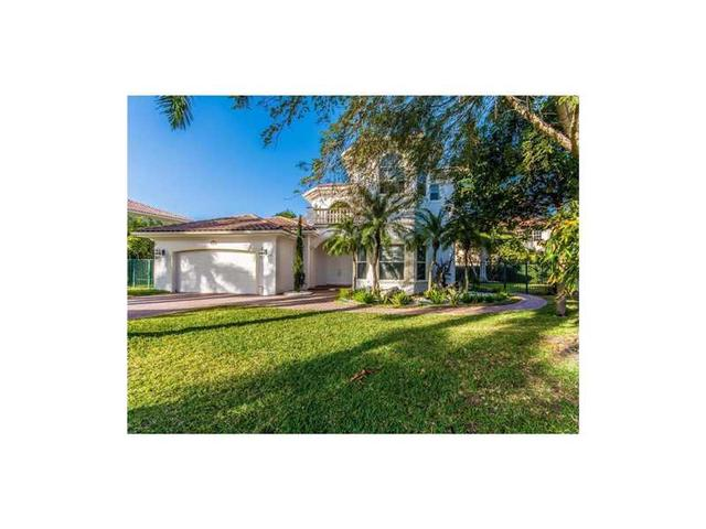 1081 Harbor Ct, Hollywood, FL 33019