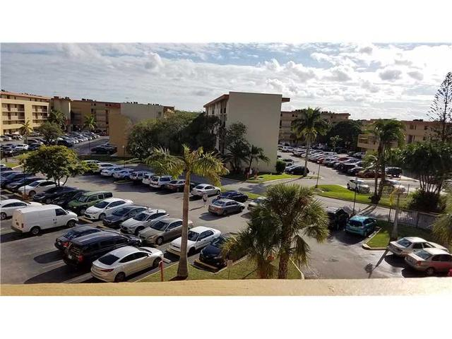 8893 Fontainebleau Blvd #202, Miami, FL 33172