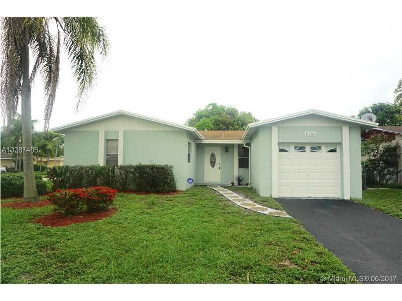 8261 SW 4th St, North Lauderdale, FL 33068