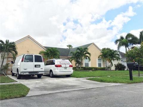 9520 Chelsea Dr, Miramar, FL 33025