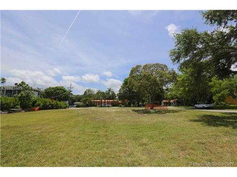 5275 NE 5th Ave, Miami, FL 33137