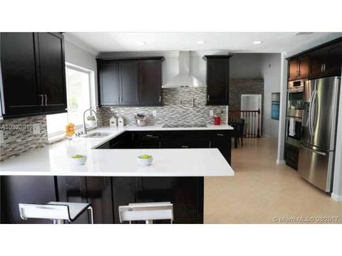 10157 Ramblewood Dr, Coral Springs, FL 33071