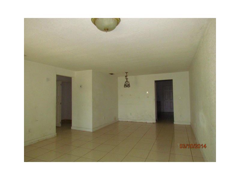 1302 Laura Ln Apt, Homestead FL 33033