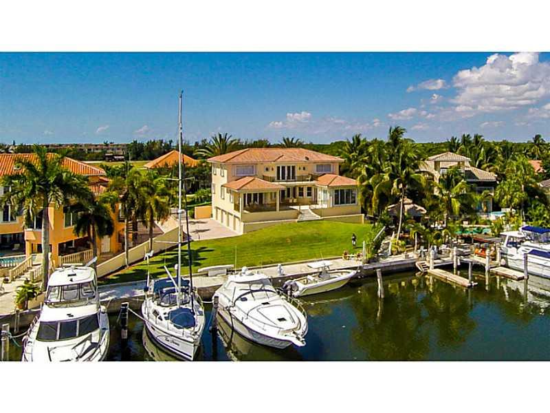 6275 Dolphin Dr, Miami, FL