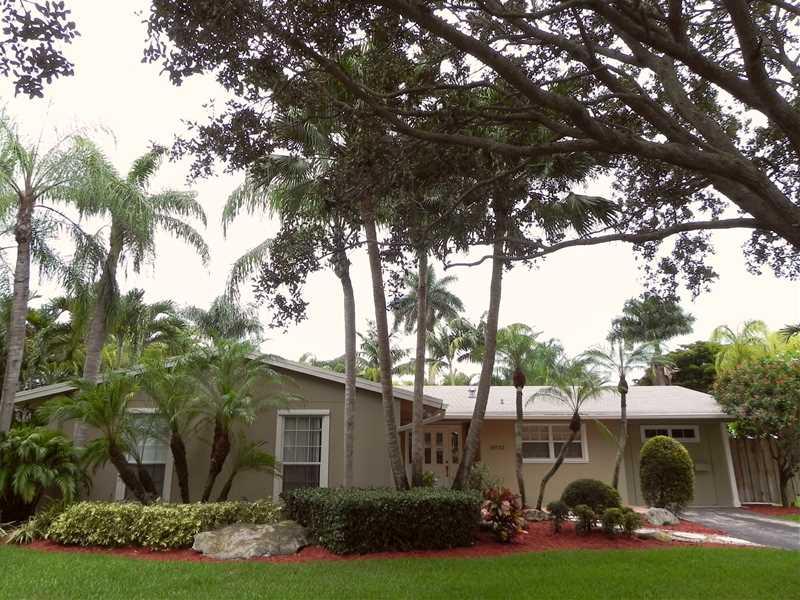 18732 SW 93 Ct, Miami, FL