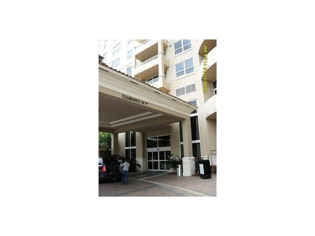 19501 W Country Club Dr #1209, Miami, FL 33180