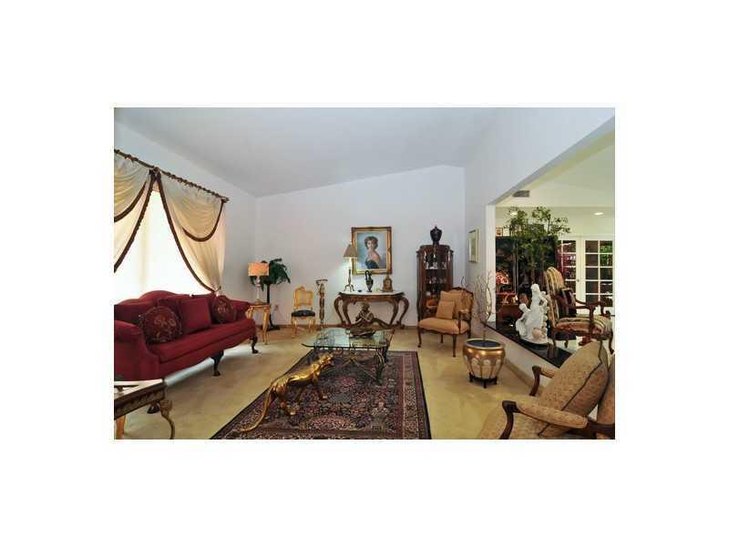 8445 SW 2 St, Miami, FL