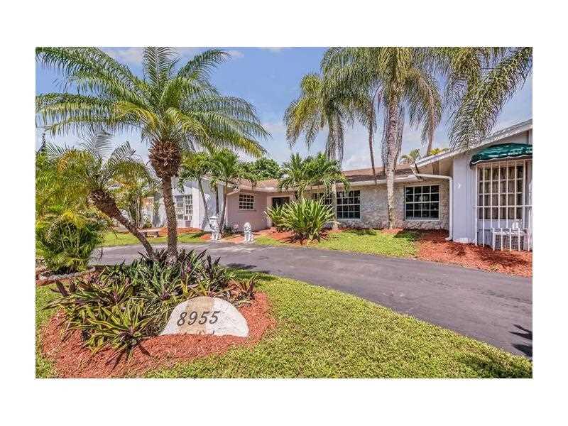 8955 SW 88 St, Miami, FL