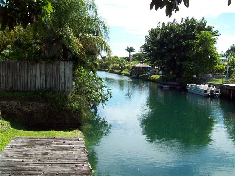 10250 Dolphin Rd, Miami, FL