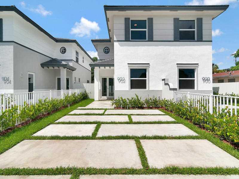902 SW 65 Ave, Miami, FL