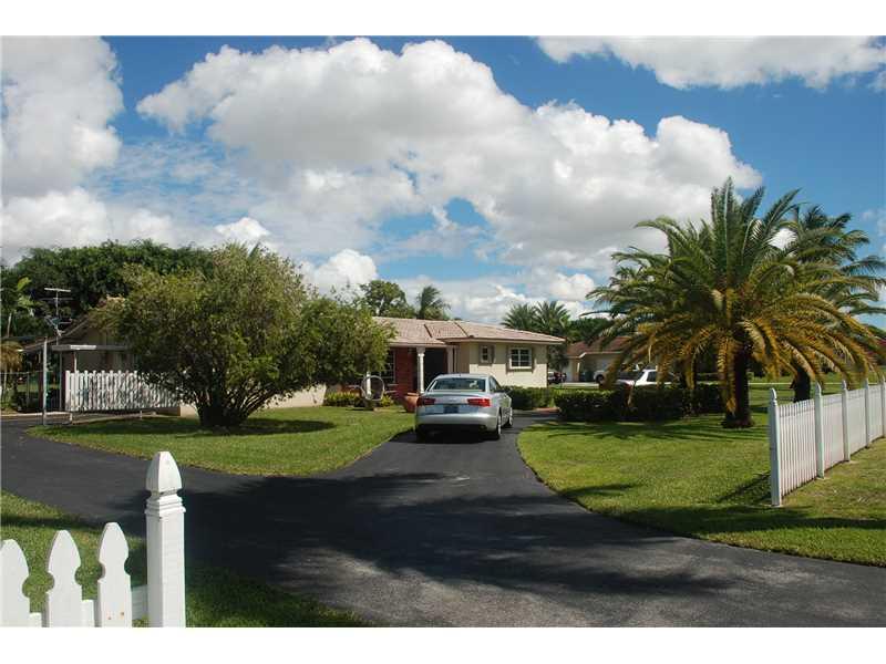 10445 SW 60 St, Miami, FL