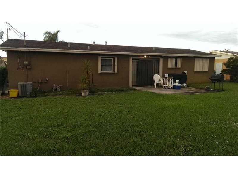 581 W 36 Street, Riviera Beach, FL 33404
