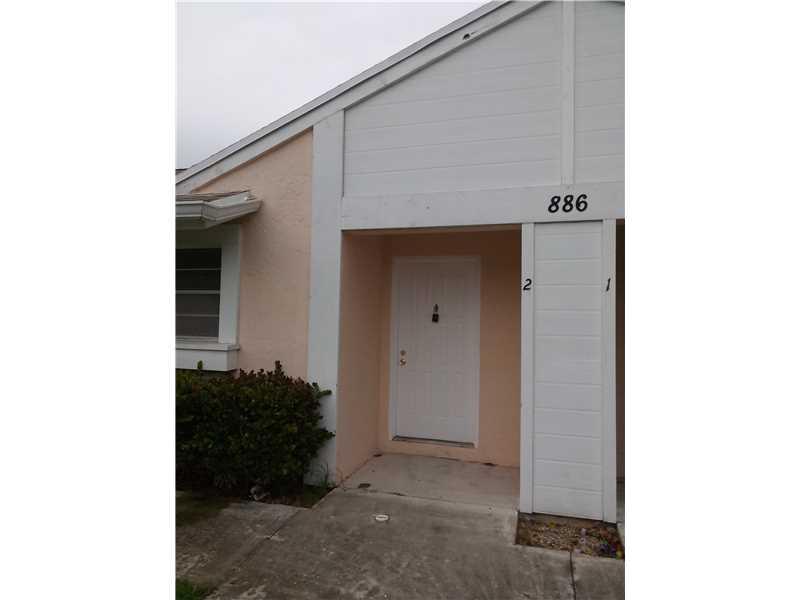 886 NE 214 Ln #APT 02, Miami, FL