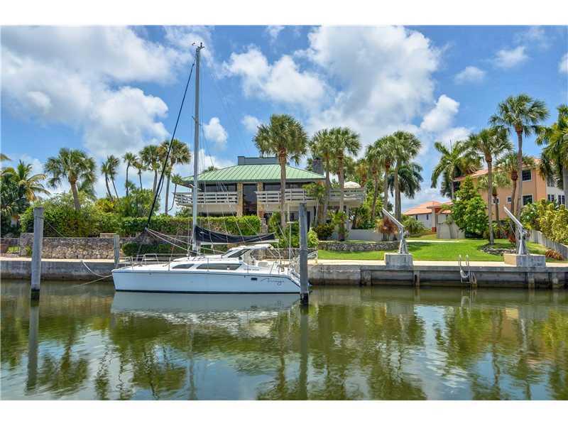 6245 Dolphin Dr, Miami, FL