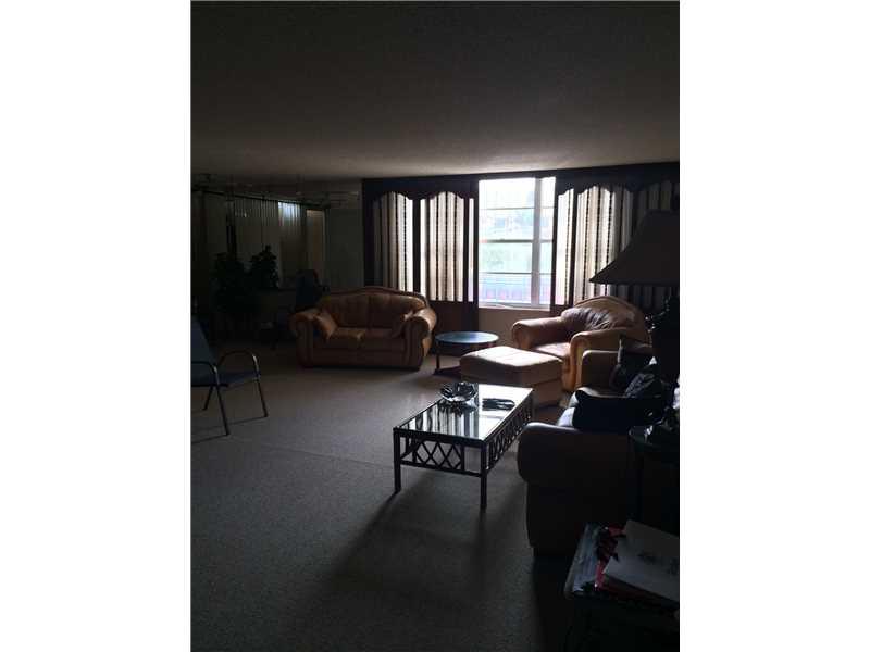 230 174 Street #319, Sunny Isles Beach, FL 33160