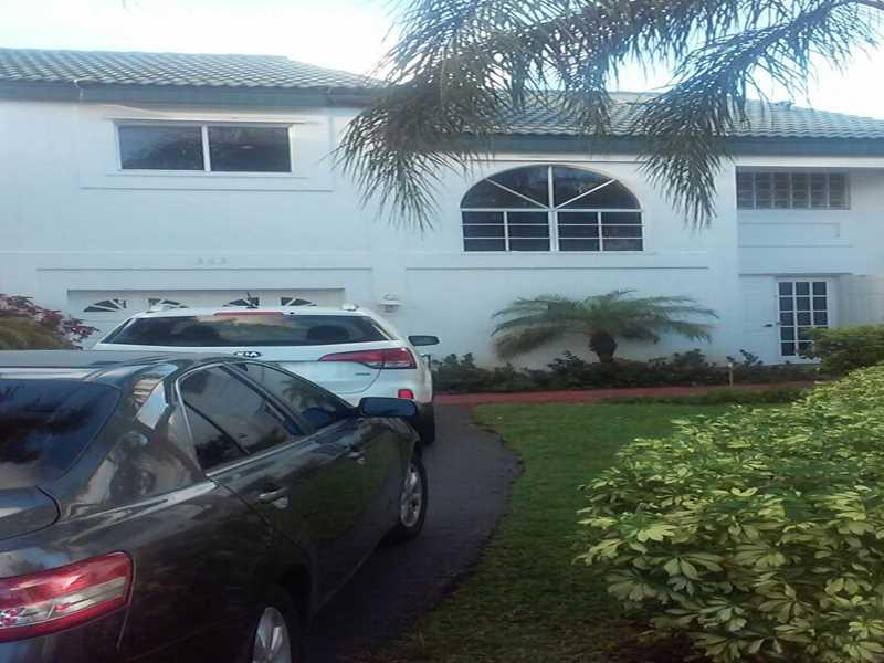 363 NE 211 Te, Miami, FL