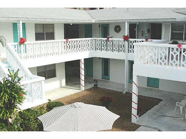 1833 Monroe St #APT 4, Hollywood, FL